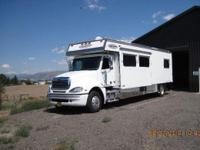 LOOK AT THIS EXCELLENT 38 FOOT 2005 RENEGADE MOTOR HOME
