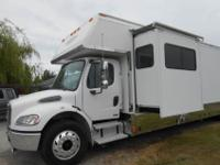 2005 Renegade Toy Hauler 37ftM2 Freightliner Chassis