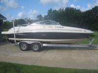 2005 Sea Ray 220 SunDeck - Comfort and style.