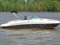 You are viewing a SUPER MINT 2005 Sea Ray 220 Sundeck