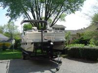 2005 Sun Tracker Pontoon Boat, 18 ft Bass Buggy, 50 hp
