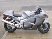 2005 Suzuki Hayabusa. Custom metallic grey paintwith