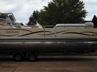 2005 Sweetwater 2386 24 foot pontoon boat, 1 owner 115