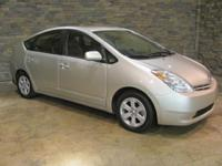 Descripcin 2005 TOYOTA Prius 1st row LCD monitors: