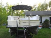 2005 pontoon boat. 21' Party Barge Signature Series,