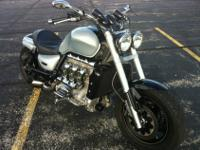 2005 Triumph Rocket 3 Custom. Power commander, Shorty
