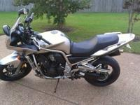 "This 1000cc silver and black ""naked"" Yamaha FZ1"