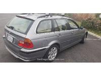 Rear 325i all-wheel-drive station wagon Thule rack