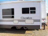 2005 Forest River Cherokee Lite This 5th wheel is fully