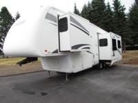 * 2006 35' NEWMAR CYPRESS FIFTH WHEEL MODEL M-32CKRE *