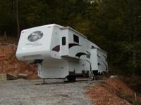 .2006 5th WHEEL CROSSROADS RV WITH 3 POWER SLIDE OUTS &