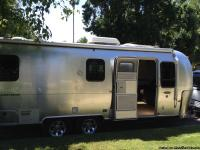 ORIGINAL OWNERS OF THIS 2006 25' AIRSTREAM SAFARI LS,