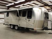 Beautiful 23' 2006 Airstream 75th Anniversary Safari