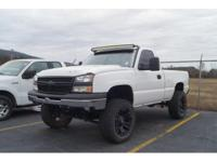 4WD, This Silverado 1500 come well equipped with