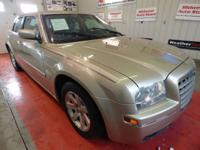 THIS USED 2006 CHRYSLER 300 LINEN GOLD METALLIC PEARL