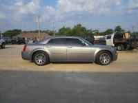 2006 Chrysler 300C ? Hemi V8 ? auto dimming mirror ?