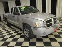 OVERVIEW This 2006 Dodge Dakota 4dr ST features a