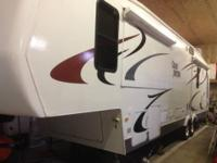 For sale 2006 grand junction fifth wheel camper. This