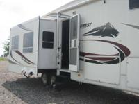 Come check out this IMMACULATE Everest ! It has Rear