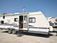 This 2006 WILDERNESS, 290BHS is spacious, clean, and