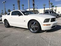Performance White Clearcoat 2006 Ford Mustang GT