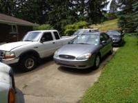 THIS 2006 FORD TAURUS SE SDAN IN GREY HAS GREY CLOTH