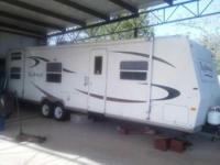 2006 Forest River Rockwood. This travel trailer is