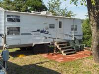 29' FOREST RIVER WILDWOOD LE 291BHSS Travel Trailer.