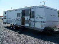 2006 Four Winds Express by Dutchmen model 31B This