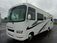 STUNNING, 2006 FOUR WINDS HURRICANE 30' MOTORHOME WITH