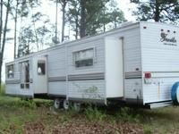Description Year: 2006 This Like New Travel Trailer has