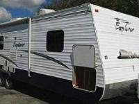 FOR SALE: Used 2006 Frontier Explorer Model T27OS 27`