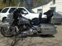 2006 Harley Davidson FLHTC Electra Glide Classic.