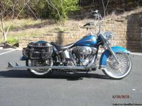 FLSTCI Heritage Softail Classic features: Rigid-mount,