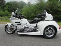 FOR SALE IS THIS 2006 HONDA GOLDWING GL1800 ROADSMITH