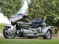 2006 titanium gold wing trike with California side car