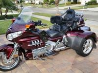 This is a 2006 Honda Goldwing w/ Roadsmith Trike