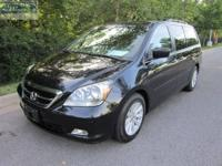 FUEL EFFICIENT 28 MPG Hwy/20 MPG City! 3rd Row Seat,
