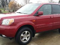 WOW a Honda Pilot! Loaded! 3rd row! DVD! XM! All of the