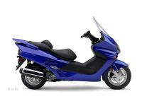 Featuring a smooth 249 cc liquid-cooled 4-stroke engine
