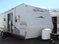 *** 2006 JAYCO *** MODEL 31BHS *** 31FT *** SOFA AND