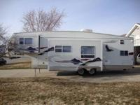 This 2006 35ft Jayco 5th Wheel, comes with 2 slide