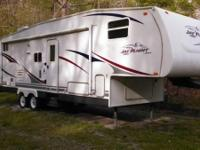 2006 Jayco Jay Flight. 5th-Wheel Camper - only used