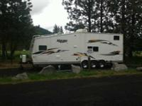 2006 Jayco Talon M32D Toy Hauler. This Jayco is fully