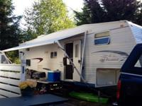 27.5 ft Jayco Jayflight 5th wheel... with full