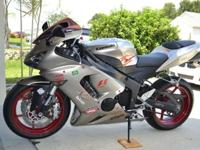 Here is a beautiful 2006 Ninja ZX6R 636 design with