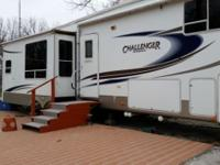 36 ft , 4 slides, ac, propane furnace, queen size bed,