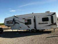 2006 Keystone Montana 3500RL 5th Wheel. The right