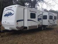 Very well maintained Montana Mountaineer travel