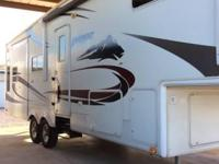 2006 Keystone Everest M295TS 5th Wheel. This feature